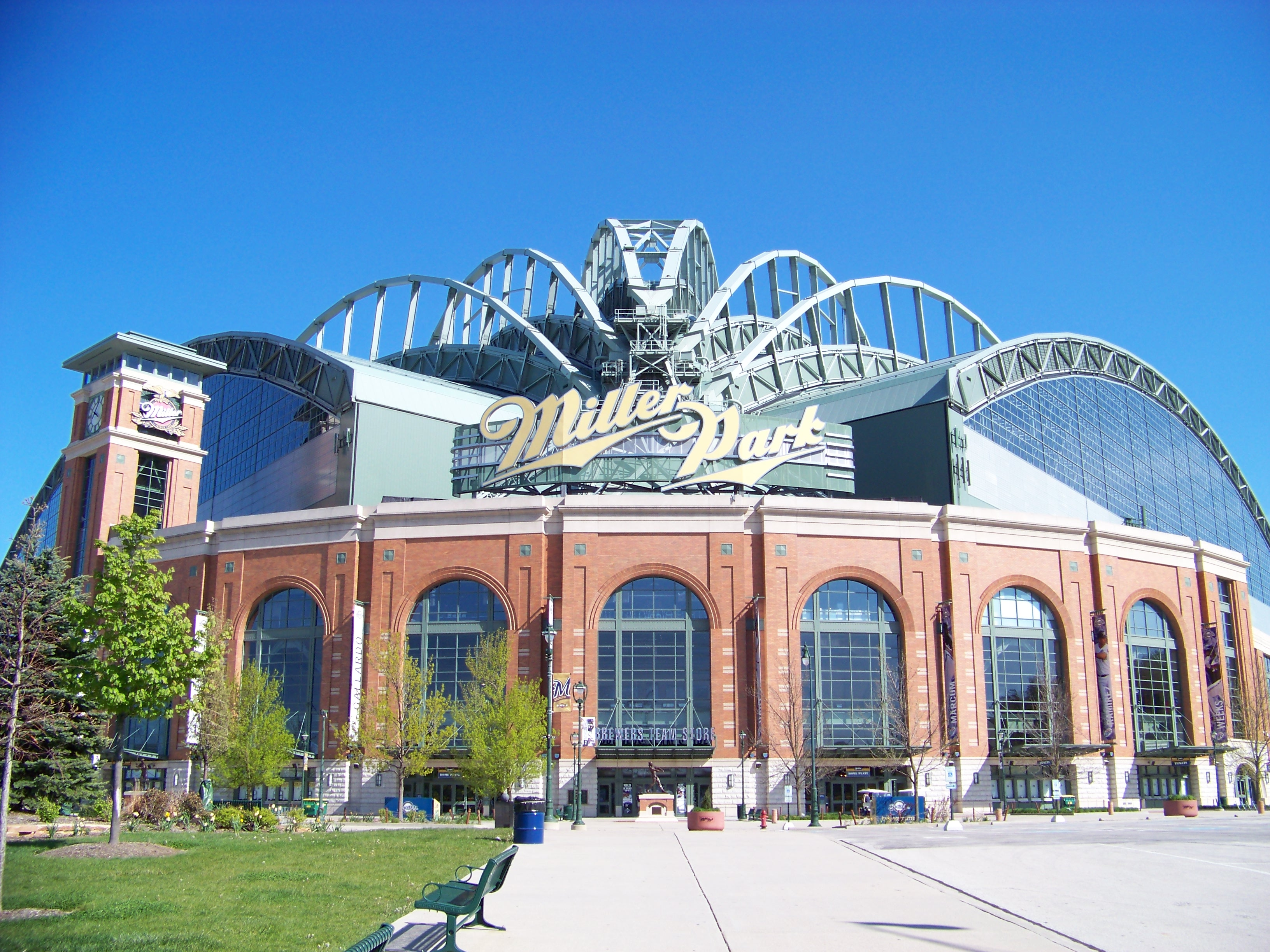 Walla wallop downs Dragons at Miller Park | The Midwest ...