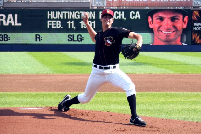 Quad Cities River Bandits RHP Mark Appel pitching in his Midwest League debut last month.