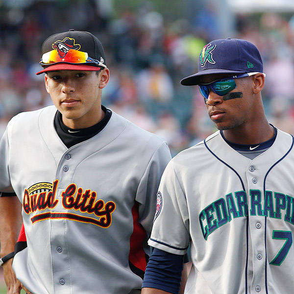 Minnesota Twins OF Byron Buxton (right) stands next to last year's AL Rookie of the Year, Houston Astros SS Carlos Correa, at the 2013 Midwest League All-Star Game. (Photo by David Kohl/USA TODAY)
