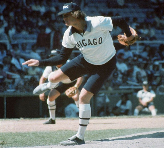 Goose Gossage throws from the mound in the shorts worn by the Chicago White Sox for three games during the 1976 season. (Diamond Images/Getty Images)