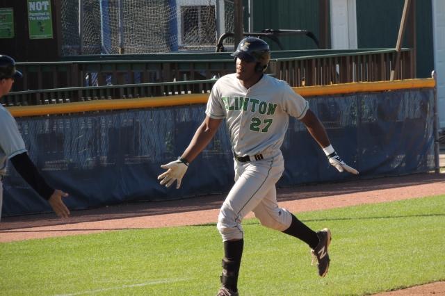 Austin Wilson rounding 3B