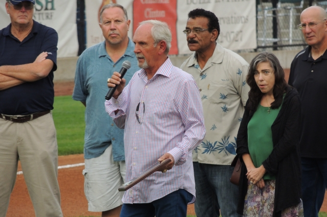 Jim Leyland addresses the Clinton crowd while holding a plaque given to him by the LumberKings.