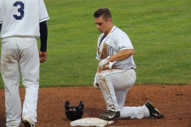 LumberKings RF Tyler O'Neill was doubled off first base to end the 3rd inning.