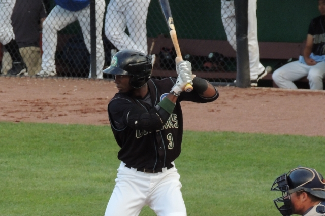 Shawon Dunston Jr. bats in the bottom of the 1st inning of Wednesday's game. (Photo by Craig Wieczorkiewicz/The Midwest League Traveler)