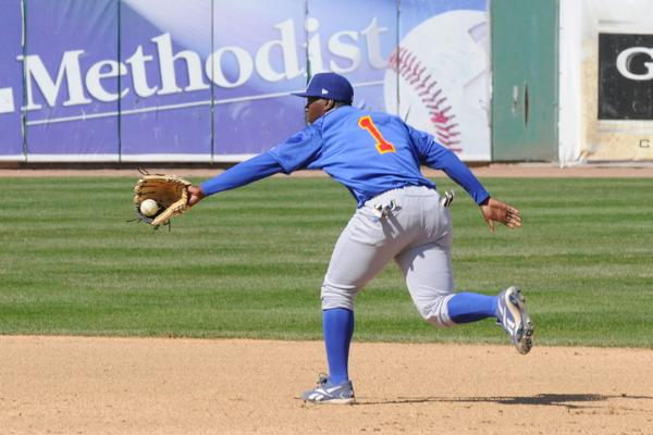 Josh Harrison fields a groundball for the Peoria Chiefs in 2009. (Photo courtesy of the Peoria Chiefs)