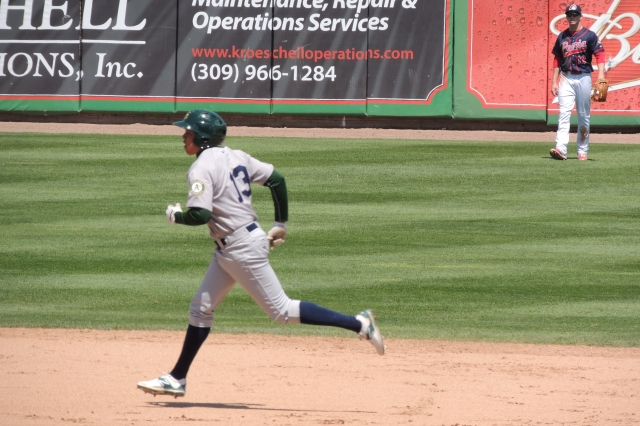 Beloit Snappers DH Yairo Munoz rounds the bases after hitting a 3-run HR Wednesday.