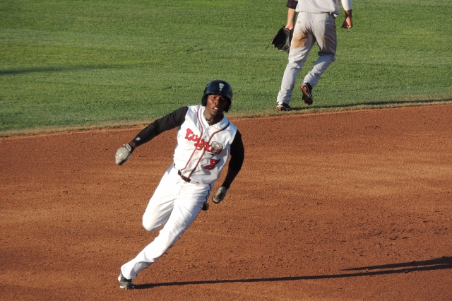 D.J. Davis races toward 3rd base during his triple in the 2nd inning. (Photo by Craig Wieczorkiewicz/The Midwest League Traveler)