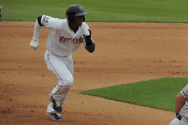 Wisconsin Timber Rattlers CF Luis Aviles breaks for third base.